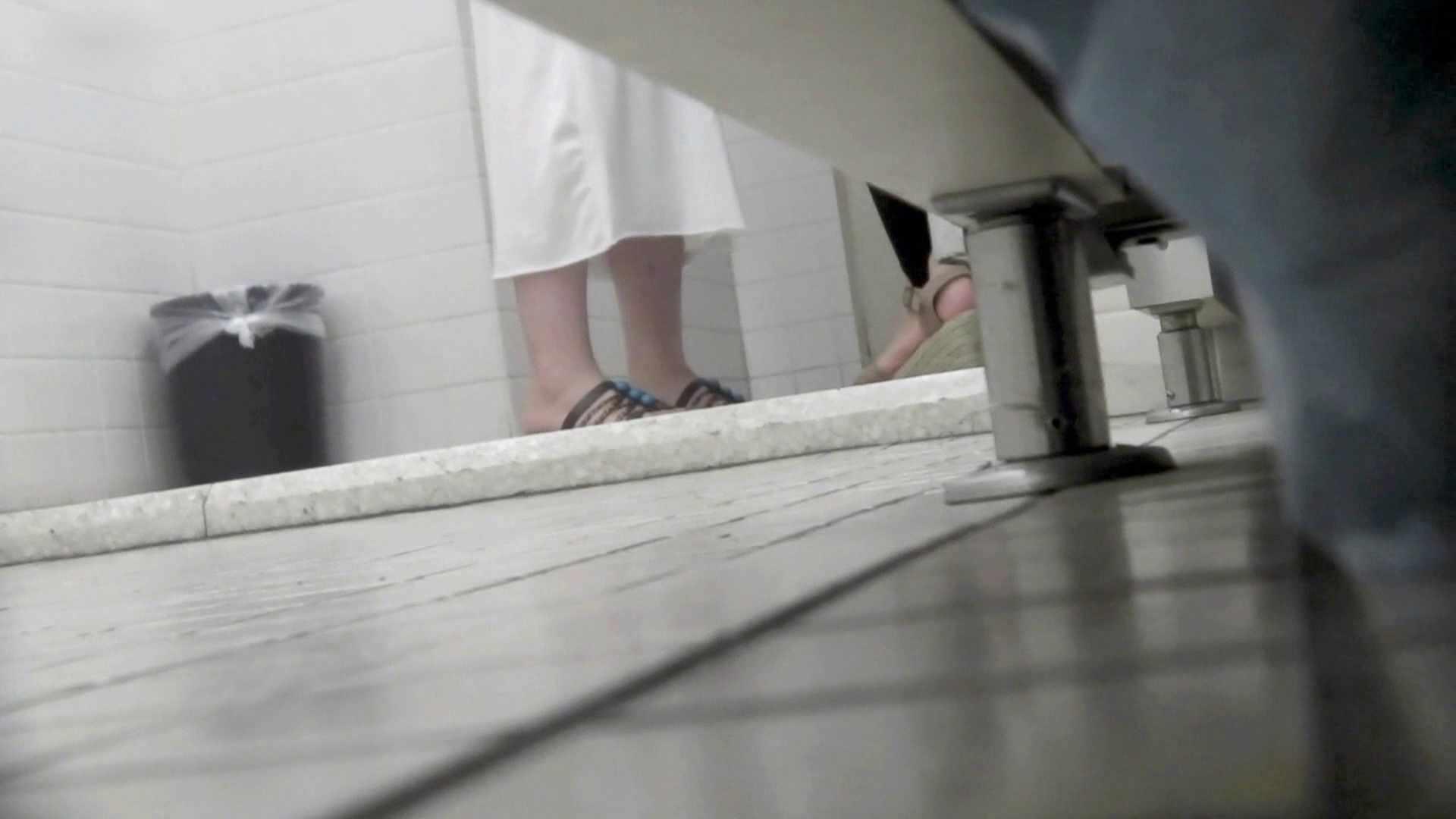 お銀さんの洗面所突入レポート!!vol.73 シリーズ一番エロい尻登場 洗面所 | OLエロ画像  40PICs 13