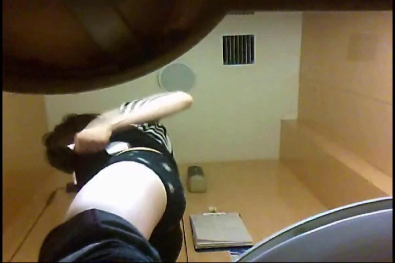 実録!魂の女子化粧室盗撮!!~隠れ潜む特殊カメラ~vo,44 熟女エロ画像   盗撮  100PICs 37