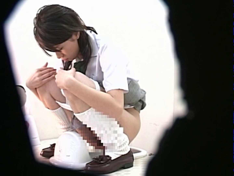 M字開脚制服女子を真下から盗撮! 厠   高画質  67PICs 1