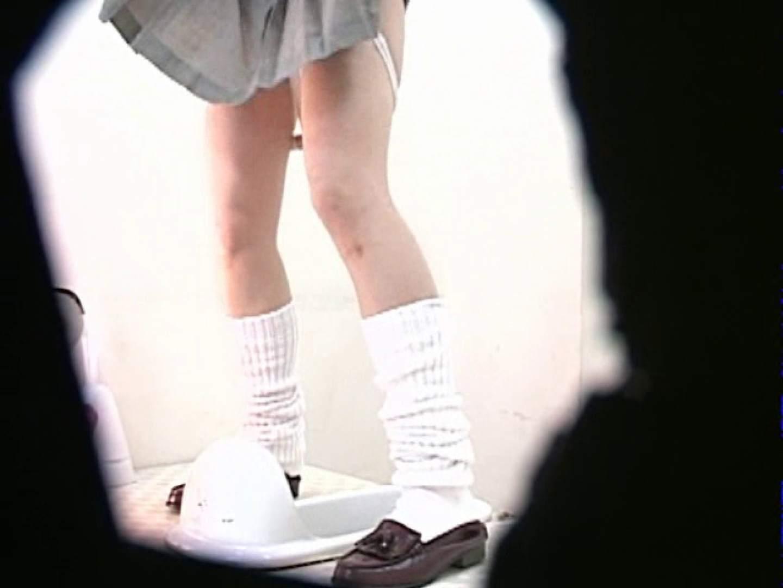 M字開脚制服女子を真下から盗撮! 厠  67PICs 50