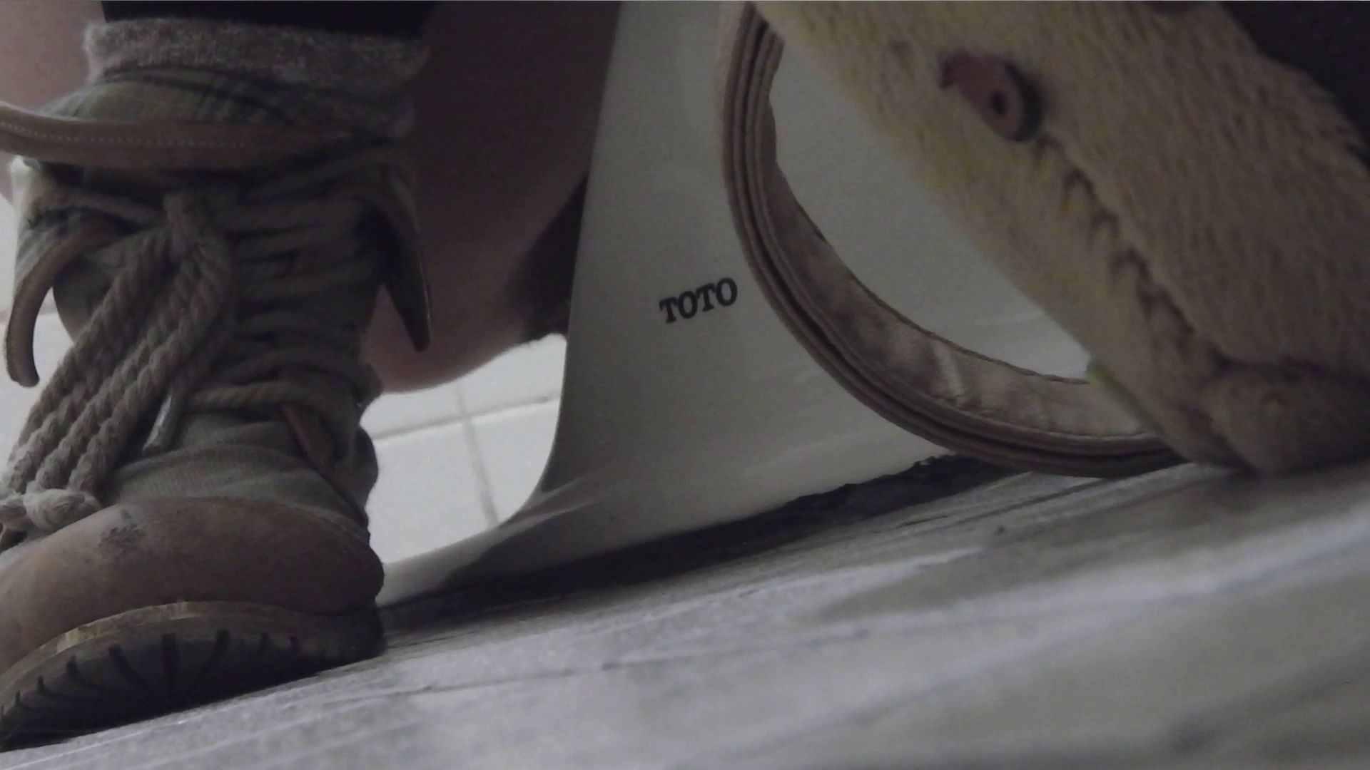 vol.08 命がけ潜伏洗面所! 黒ストッキングが流行りです。 洗面所 盗撮戯れ無修正画像 92PICs 18