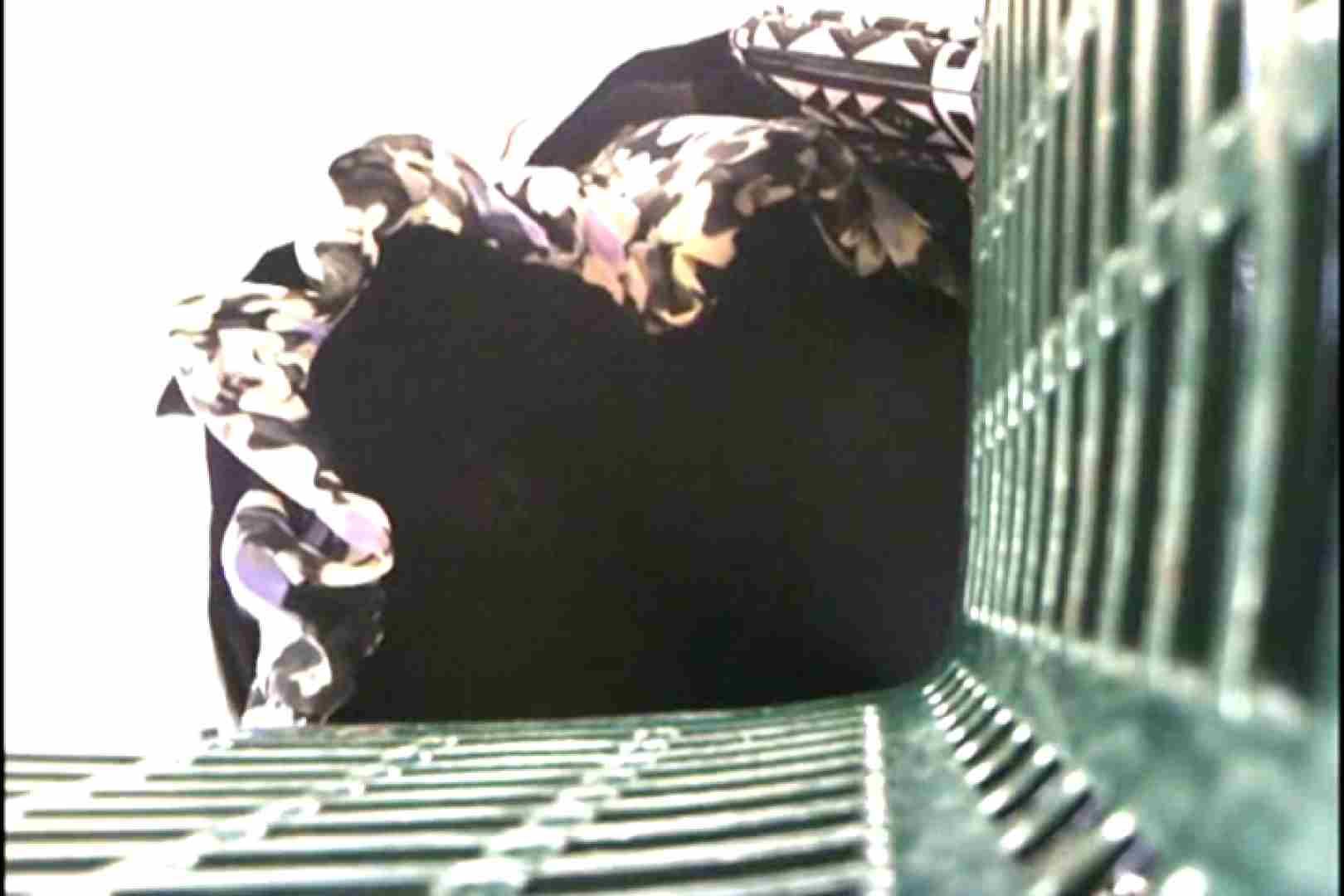 奥さん!おもいっきり生パンツVol.1 パンチラ オメコ動画キャプチャ 86PICs 77