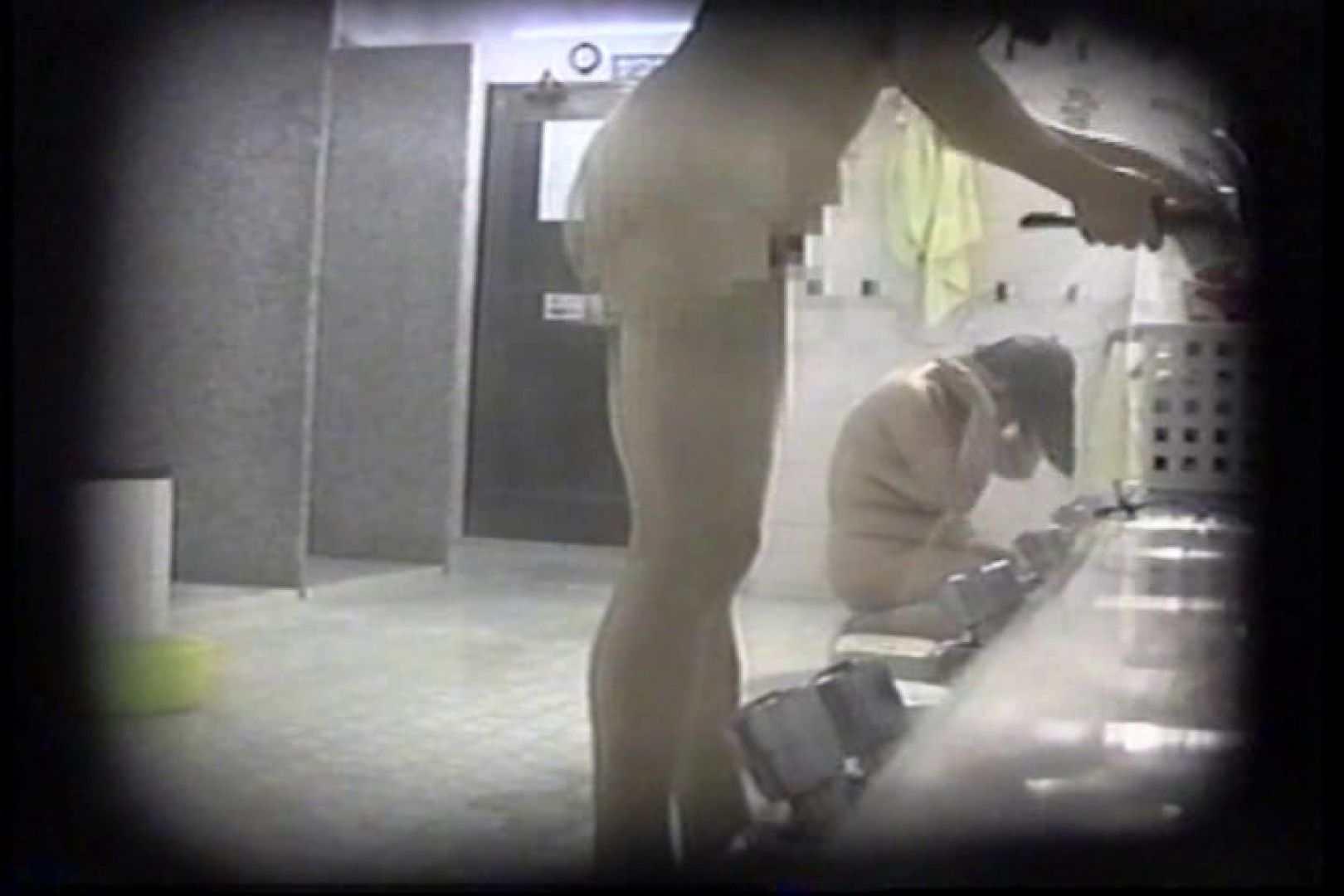 洗面器にカメラを仕込んで洗い場内を移動盗撮 TK-131 裸体   盗撮  93PICs 49