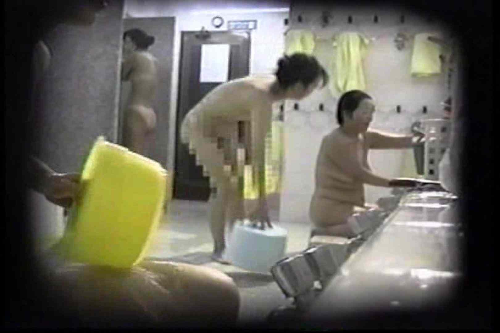 洗面器にカメラを仕込んで洗い場内を移動盗撮 TK-131 裸体   盗撮  93PICs 53